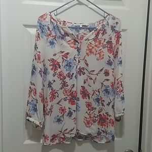 Violet and Claire floral blouse size M.